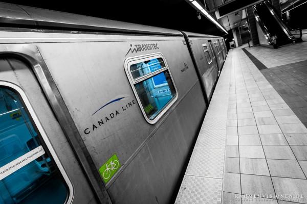 Skytrain im Bahnhof